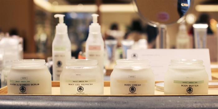 KOTOSHINAのプロダクトは、成分や生産工程で、フランスの有機認証機関QUALITE FRANCEに認証され、COSMEBIOラベルを取得しているという、正統なオーガニック化粧品なんです。