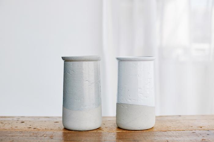 左「Clear Gloss×Mat Gray」右「White Gloss×Mat Gray」 どんなインテリアにも似合う2つの色をご用意しました。
