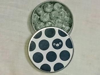 グランスタ限定デザインのキャンディー缶は全4種類。 こちらはのスイカのペンギン。とっても可愛いですね。 他にも東京をイメージしてデザインされた、鳩柄・犬柄・パンダ柄があります。 東京土産には、ぜひ限定缶をおすすめします。