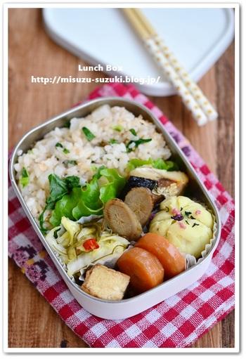 煮物料理に漬物、焼き魚、ふかしじゃがいも、そして混ぜ込みごはん。優しい味わいに和風っぽいけれども、今風なお弁当がポイントです。