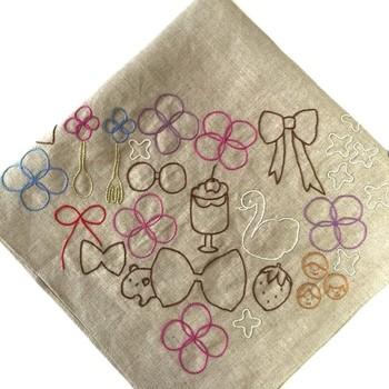 アウトラインステッチがきれいに刺繍できるだけで、文字をステッチしたり、デザインのラインをきれいに見せることができますよ。