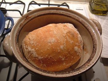 こんなに簡単なら毎日、おうちで焼きたてのパンを食べる生活も夢ではありませんね!  世界中で人気です♪