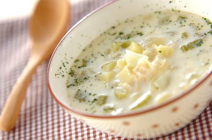 ミルクスープにホタテ缶のうまみが溶け込んで。野菜はかぼちゃやにんじんでもOK。カットし終えてから、10分で出来上がり♪