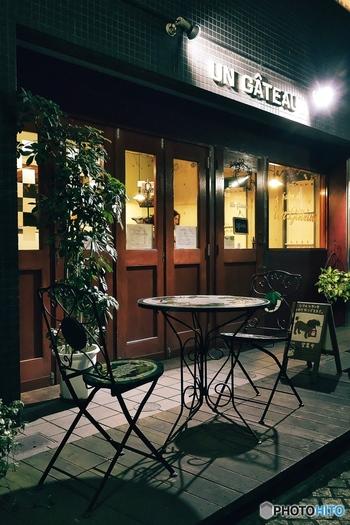 小さな路地裏のオシャレなお店。石畳の残る趣のある通り。そして川沿いの学生街… もしかしてパリ?いいえ、実はココ、神楽坂なんです!
