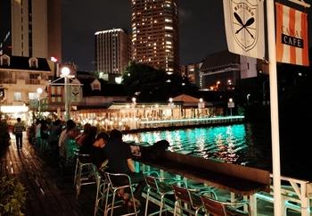 夜になると、イルミネーションがとってもキレイ。季節ごとにイベントも行われています。