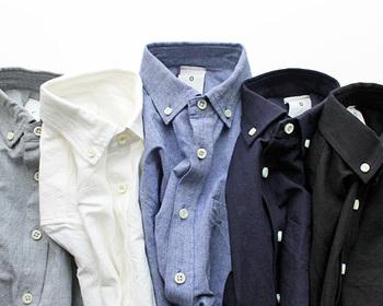 長袖が大活躍の時期ですね。シンプルで着る人を選ばない、定番アイテムの「長袖シャツ」は、1枚あると心強い存在です。そんな長袖シャツを新たに買い足すときの為にバリエーションをおさらい。着こなしのおすすめもご紹介しますので、素敵なコーデと合わせてみていきましょう!