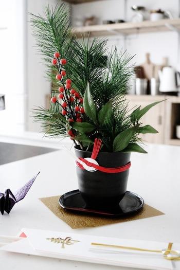 鉢植えなどにお気に入りの水引を張り付ければ、ステキなオブジェに。お正月飾りなどにも利用できそう!