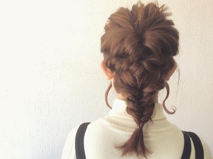 トップはくるりんぱ・サイドはロープ編み・残りの髪をフィッシュボーンに。 3つのアレンジの組み合わせでフィッシュボーンアレンジにもボリュームが出て可愛いですね♪