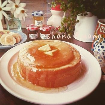 ホットケーキミックスを使えば、スフレパンケーキがより簡単にできます。メレンゲの混ぜ方などは、小麦粉を使う場合と同じです。材料も本当にシンプル!