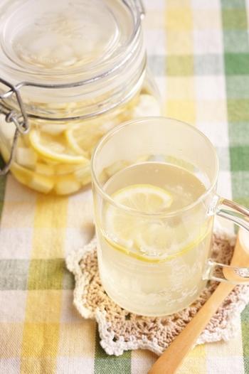 レモンを足せば、より飲みやすいドリンクに。さわやかですっきりとした風味が広がります♪