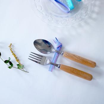 長めの水引にすれば、箸だけでなく、スプーンやフォームもこの通り。