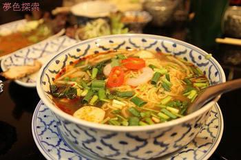 意外とマイルドで食べやすいと人気のトムヤムラーメン。酸味と辛味、そして旨味がたっぷりで、箸が止まらないおいしさなんだとか!