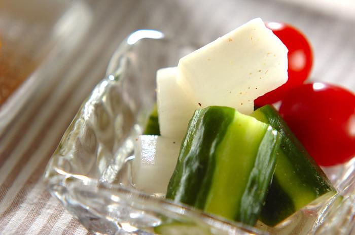さわやかな風味の大根、キュウリ、トマトの簡単マリネ。マリネ液にハチミツをプラスすることで、まろやかな口当たりに。