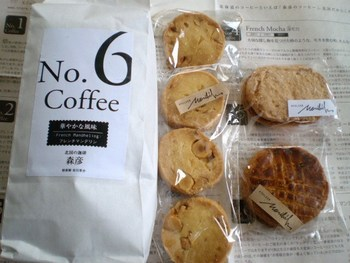 9種類あるブレンドコーヒーをはじめ、父の日や母の日、クリスマスなど、アニバーサリー限定のコーヒーも登場します。洗練されたパッケージもお土産にぴったり。
