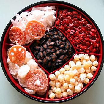 穴がたくさん開いていることから「先が見通せる」と縁起を担いで、慶事のお料理に使われる機会も多いレンコン。お正月のおせちにもよく使われる食材ですね。