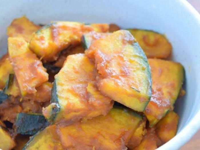 夏野菜のかぼちゃは消費するのが大変!と思っている方はチェックです。アウトドアにも下準備で一口サイズにカットしていけば、火を通して調味料で合わせるだけ。甘すぎない男性からも喜ばれる一品。