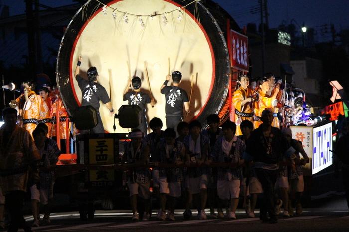 太鼓の音に笛の音と掛け声が合わさった、変わらない伝統ある音と人々のエネルギーを感じる事が出来る日本の風物詩のお祭りです♪