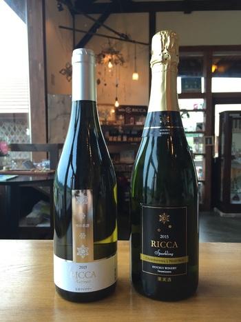 宝水のワイナリーのワイン「RICCA」。「六花」の名前のとおり、雪の結晶がラベルのモチーフになっています。