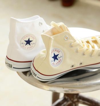 コンバースは、マーキス・M・コンバースが「コンバース・ラバー・シュー・カンパニー」を設立したのがはじまりでした。当初ラバーシューズが主力だったマーキスが通年性で販売出来る靴として、考えだされたのがアメリカで人気だったバスケットボールのシューズでした。
