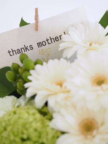 いかがでしたか? カーネーションを贈る以外にも、お母さんに喜んでもらえることはたくさんあります。母の日は日頃の感謝を伝える絶好の機会。ぜひ記事を参考に、思い出に残る素敵なひとときにしてください♪