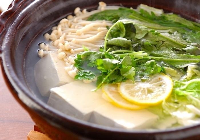 かつお節を削って作る「かつおしょうゆ」は、裏ごしなどちょっと手間がかかります。丁寧に湯豆腐をつくる時間を愉しみたい時におすすめ。