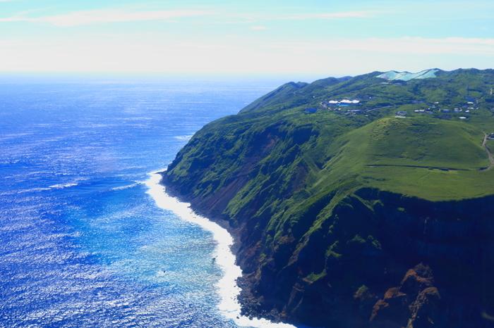 太平洋に浮かぶ孤島「青ヶ島」。世界でも珍しい美しい二重カルデラの島です。