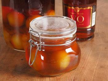 ブランデーで漬けた果実酒は「フルーツブランデ―」と呼ばれていて、フルブラの愛称で親しまれています。