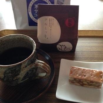 お客様が来たときのお茶請けや、食後にほっこりお茶を飲みたい時などにクルミッ子はいかがでしょう? 温かい茶にもよく合います。