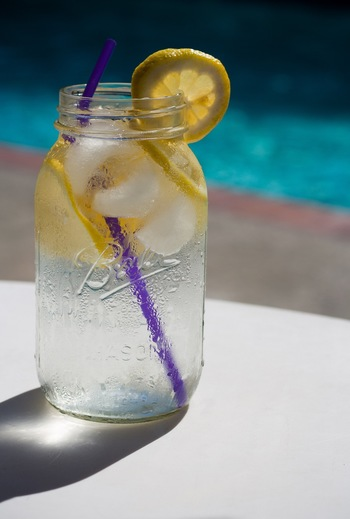 いつもの料理にプラスするだけで、いっきに夏らしい食卓にしてくれるのがレモンの魅力!和食でも洋食でも使えるので、考えれば考えるほどさまざまなレシピに取り入れられそうです。ぜひ積極的にレモンを使って、暑い夏をさわやかに乗り切りましょう♪