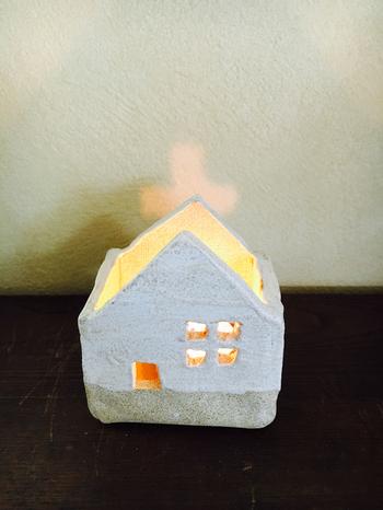 手作りキャンドルホルダーで癒しのひとときを。キャンドルの火も安心です。