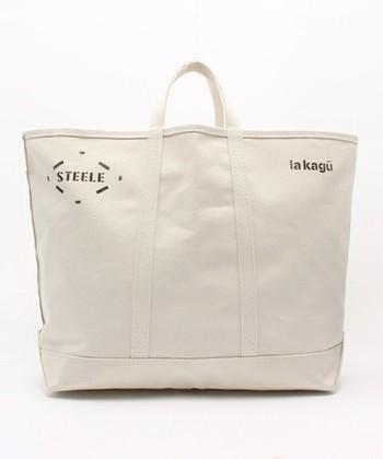 「STEELE CANVAS BASKET CORP」とのダブルネームのトートバッグ。 ステンシルプリントされたロゴのさり気ないアクセントが素敵です。