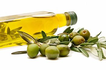 普段から口にしているオイルを使っても作れます。 余ってしまったオリーブオイルとココナッツオイルの有効活用もできますね。