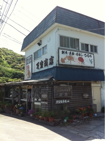 下田から少し奥まったところにある隠れ家的存在の「ひもの 万宝」