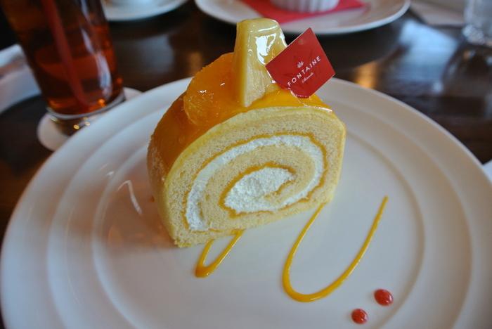 クリームと一緒にマンゴーを重ねたマンゴーロール。酸味の中に甘さが残り癖になる美味しさです。