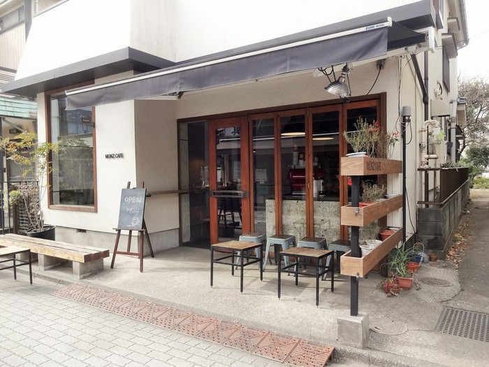 深川不動堂に続く参道沿いにある、民家を改装した門前仲町でも人気のカフェ。