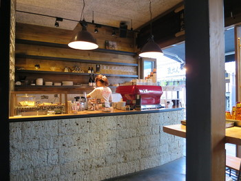 モンズカフェの特徴は、ニュージーランドで人気の「オールプレスエスプレッソ」というコーヒーを提供してくれること。 高品質で香り高い、珍しいニュージーランドスタイルのコーヒーは味わい深く定評があります。