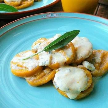 ニョッキもカボチャ風味にすれば、ハロウィンにぴったりの逸品に早変わり。ゴルゴンゾーラチーズとカボチャは相性抜群です。