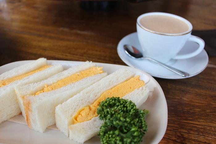 モーニングでも人気のカヤバ珈琲のふわふわのたまごサンド。差し入れとして大量注文する人も多い創業当時からの看板メニューです。
