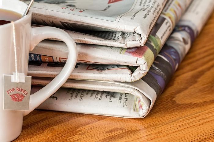 そこで役に立つのが、新聞紙! なんとカステラの型を新聞紙の箱で代用することができるんです。