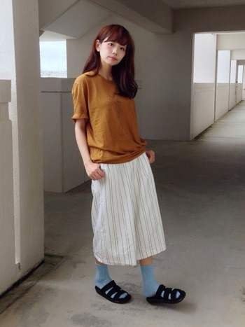 ポーラーのゆったりサイズのTシャツでリラックス感あるコーデに。キレイ目のガウチョパンツと合わせると、Tシャツのアウトドア感が薄まります。