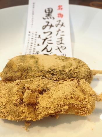●美玉屋の「黒みつだんご」  美玉屋は、松ヶ崎駅で人気の和菓子屋さんです。「黒みつだんご」は、黒みつがたっぷりかかった団子に黄な粉がたっぷりまぶしてあります。甘く、柔らかく、懐かしい味わい。、甘味も優しく、ほっとする味です。出張でお疲れの人にお勧めの和菓子です。