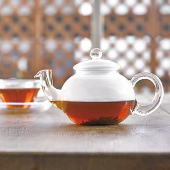 耐熱ガラスメーカーの「HARIO」。1921年創業の日本で唯一耐熱ガラス工場を保有するメーカーです。コーヒーや紅茶が好きな人であれば、一度は耳にしたり目にしたことがあるのではないでしょうか。