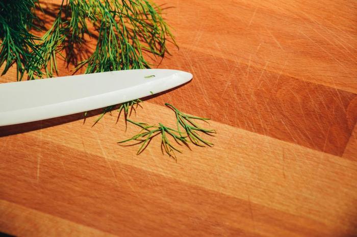 細かく砕いて保存しておけば、自分でつくったドライハーブをお料理にもたっぷり使えます。
