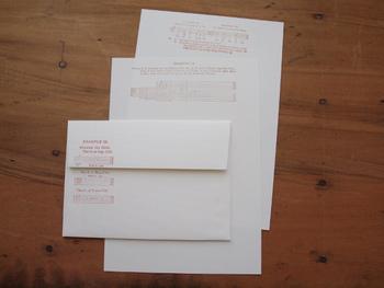 真っ白なレターセットは、ハンコをプラスしてビンテージ風に仕上げましょう。