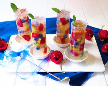 色鮮やかなフルーツを利用すれば、たちまちおしゃれな飲み物に。おうちカフェで盛り上がれる!