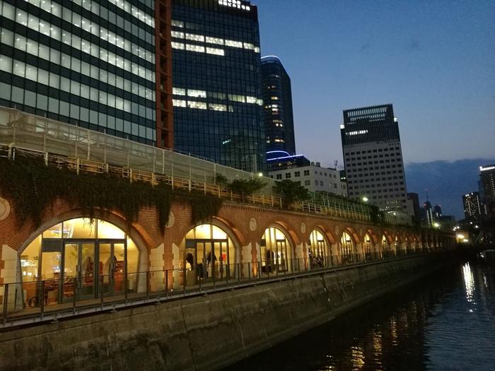 高架下をリノベーションして作られている「マーチエキュート神田万世橋」。