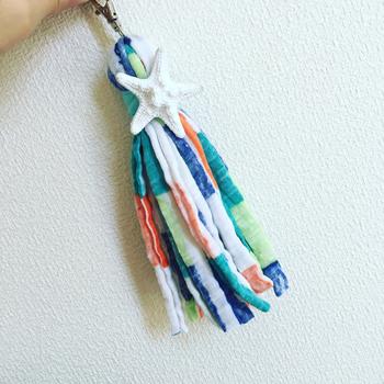 大きく作ればお部屋のインテリアに、小ぶりに作ればイヤリングやバッグチャームにもなる「タッセル」。 編み物が苦手な方で作れちゃいます♪