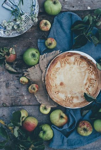 秋に食べたくなる美味しいパイの代表「アップルパイ」。サクサクとしたパイ生地と、シナモンが香るりんごの相性が抜群です。りんごの他に、かぼちゃやラフランスパイなども美味しいですよね。