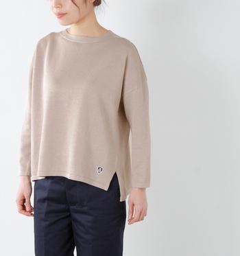 冬のマストアイテムといえば、やっぱりニット。素材や編み方にこだわった上質なものをセレクトすれば、カジュアルはもちろんキレイめのコーディネートだってできます。
