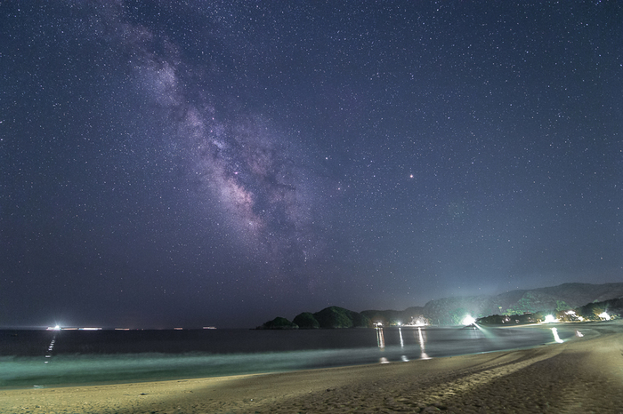 弓ヶ浜で、空と海が合体したような不思議感覚になれる海中を満喫した後には、都会では絶対に見ることが出来ない星空を眺めることが出来ます。